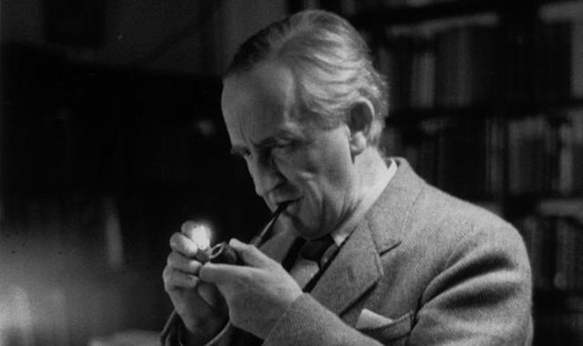 fotografia J. R. R. Tolkiena, zdroj obrázka: radiospada.org