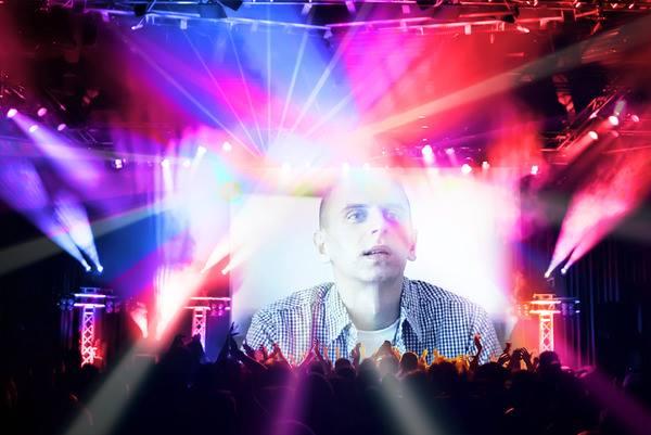Talentovaného slovenského speváka Tomáša Rosinu môžete zažiť na vlastnej koži na jeho koncertoch, zdroj: facebook.com
