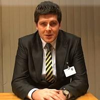 Adrián Gužo sa vyjadruje k programu revitalizácie krajiny a integrovaného manažmentu povodí a krajiny ako starosta obce Kružlová, zdroj foto: vlada.gov.sk