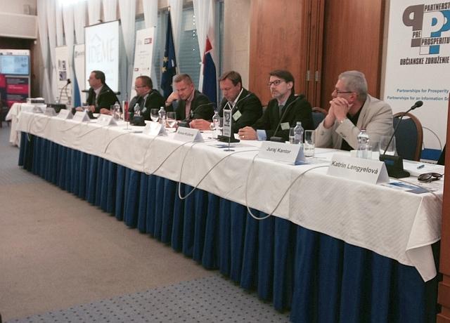 Predsednícky stôl konferencie iDEME OPIS 2014, foto: PPP