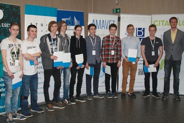 ocenení súťažiaci Junior Internet 2017 špeciálnou cenou dekanky Fakulty informatiky a informačných technológií STU Bratislava, zdroj obrázka: Miloslav Ofúkaný