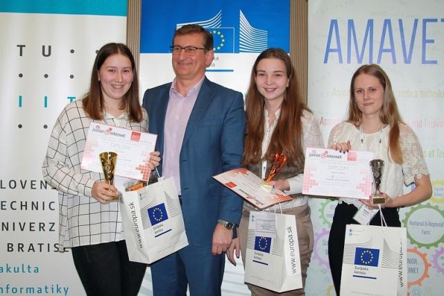 ocenené súťažiace v kategórii JuniorTEXT súťaže Junior Internet 2017, zdroj obrázka: Miloslav Ofúkaný