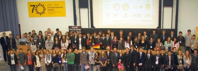 Spoločná záverečná fotka účastníkov 15. ročníka Festivalu vedy a techniky, foto: Miloslav Ofúkaný