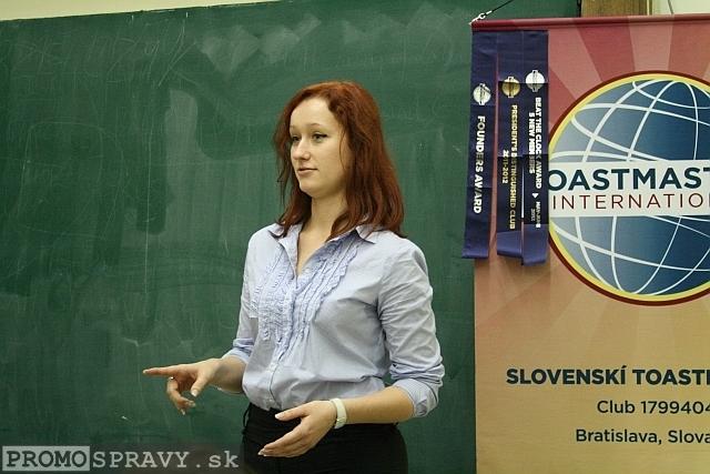 Petra Pálfyová na stretnutí Toastmasters na Právnickej fakulte UK v Bratislave dňa 20.11.2012, foto: Miloslav Ofúkaný