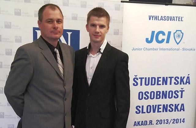 Pavol Hlavačka (vpravo) so svojím školiteľom doc. Jaroslavom Broďánim, zdroj: ukf.sk