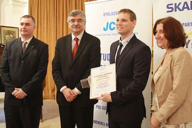 Erik Mingyár – víťaz kategórie Lekárske vedy, farmácia, foto: Miloslav Ofúkaný